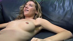 Blonde vibrates her clit, gets it licked and takes a break for a drink