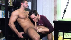 Cock-hungry muscular hunk is delighted to have a guy suck him off