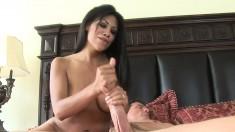 Cassandra Cruz knows how to please her boyfriend by working his dick