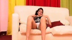Curvaceous brunette mom is in need of a hard pole drilling her peach