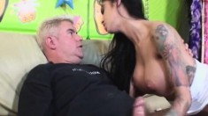 Bodacious babe Angelina Valentine gets her pussy devoured and squirts
