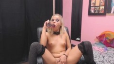 Amateur blog teen fingers her hairy pussy on webcam
